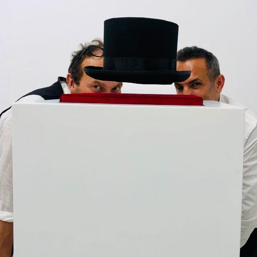 Sanatçı ve Sihirbaz: Kim Hangisi?