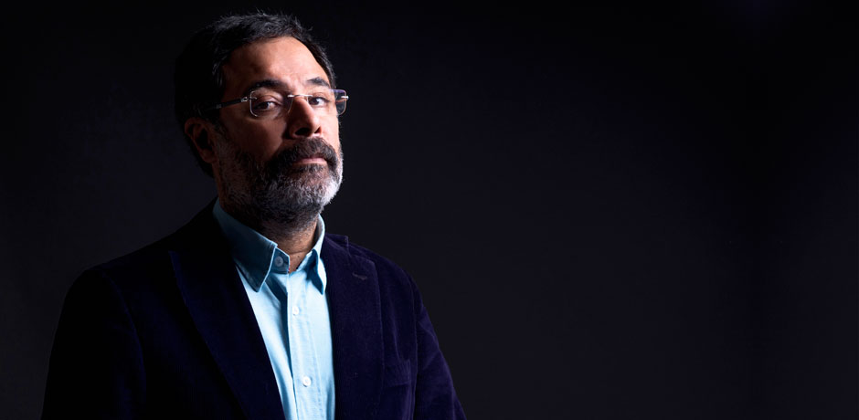 """Ahmet Ümit yeni kitabı """"Aşkımız Eski Bir Roman""""ı anlatıyor"""