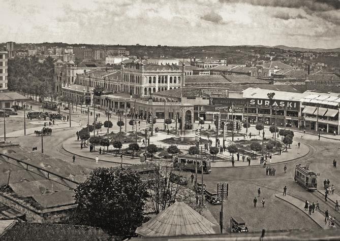 İstiklal Caddesi'ndeki bir minareden Taksim Meydanı, İstanbul. Cengiz Kahraman Fotoğraf Koleksiyonu