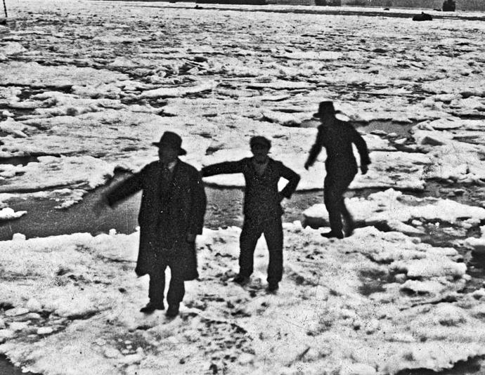 Buzlar İstanbul'da. 2 Mart 1929. Fotoğraf: Sender Beyoğlu