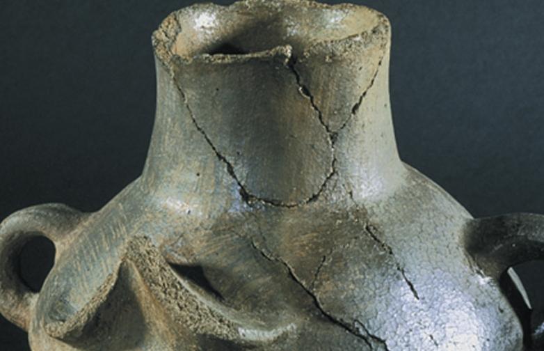 Kulplu kap, Troia II, MÖ 2550-2350, pişmiş toprak, İstanbul Arkeoloji Müzeleri