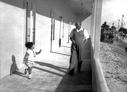 Atatürk, 12 Eylül 1936 Cumartesi sabahı Ülkü Adatepe ile Florya'daki Cumhurbaşkanlığı Köşkü'nde.