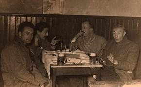 L to R: Sait Faik, Fikret Ürgüp, Özdemir Asaf and art historian Gültekin Elibal at the Beyoğlu Anatolian Pub 1954.
