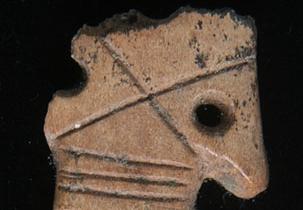 Bezekli, at başı biçimli kemik obje, Neolitik Dönem, Konya Arkeoloji Müzesi