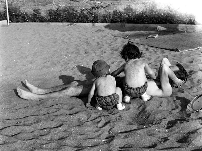 Gün and Olgun burying their father in sand. Istanbul 1965. Photograph: Yıldız Moran