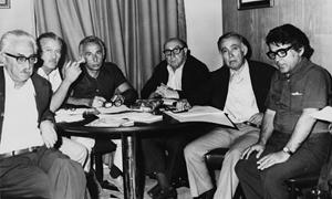 Soldan: Ahmet Muhip Dıranas, Oktay Rifat, Necati Cumalı, Fazıl Hüsnü Dağlarca, Behçet Necatigil ve Ümit Yaşar Oğuzcan, Türkiye İş Bankası Altın Kumbara Çocuk Şiirleri jüri toplantısıdalar, 1974.
