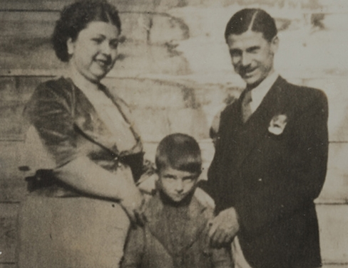 With his mother Hayriye and father Kaya Müren