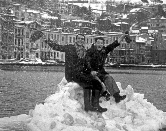 Boğaz'da buz kütlesi
