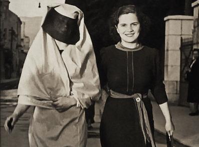 Two Bosnian women, Saraybosna Muzej Sarajeva