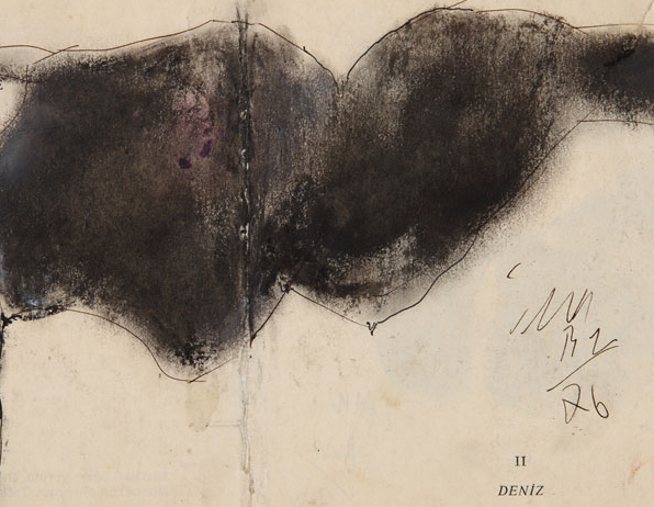 """İsimsiz, 1976, 13 x 27 cm, """"Atlas"""" şiir kitabı sayfaları üzerine çini mürekkebi, pastel, Ahmet Merey Koleksiyonu"""