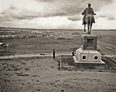 Atatürk Monument in front of Ethnography Museum, Ankara, around 1977. Cengiz Kahraman Photo Collection