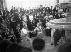 Atatürk, 3 Eylül 1936 Perşembe akşamı Beylerbeyi Sarayı'nda festivale katılan gençlerin oyunlarını seyrettikten sonra festival heyetinde bulunan hanımları dansa kaldırdı.
