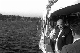 Atatürk, 25 Temmuz Pazar günü Ertuğrul Yatı'nda Moda Deniz Kulübü'nün düzenlediği deniz yarışlarını izledi.