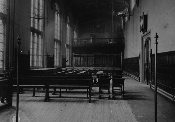 William Henry Fox Talbot'ın 1839 yılında açtığı dünyanın ilk fotoğraf baskı sergisinin salon görüntüsü.