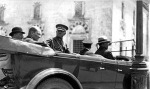 Mustafa Kemal 3 Temmuz Pazar günü özel otomobiliyle Beyazıt'a gitti.