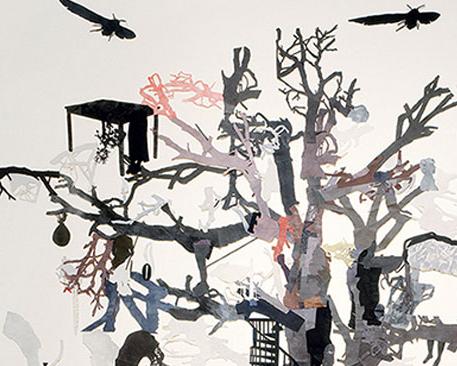 Sally Smart - Aile Ağacı Evi(Gölgeler ve Semptomlar): 1999 – 2002, keçe ve kumaş üzerine sentetik polymer boya ve kolaj, 10 x 12 m. Smart bağlantılı ağını genişlettikçe aile ağacı unsurları ve ağaç ev imaları ortaya çıkıyor.