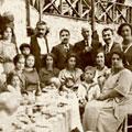 Marianna Yerasimos ve Murat Belge Adatepe Taşmektep'te 'İstanbullu Rum Bir Ailenin Mutfak Serüveni'ni konuşuyor.
