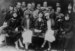 Darülbedayi's cast when they performed at the Ferah Theater.