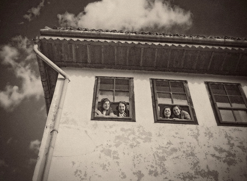 Alija M. Akšamija: Girls at the window, Sarajevo, 1939. Mehmed A. Akšamija Photo Collection
