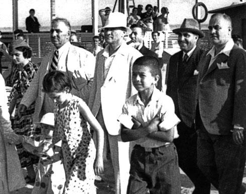 Atatürk, 6 Temmuz Cumartesi günü Florya'da yeni yapılan Cumhurbaşkanlığı Köşkü'nü ve bayındırlık çalışmalarını denetledi.