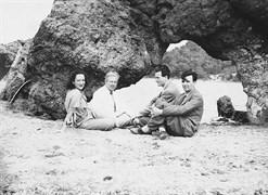 1943 Eylül Ayvalık, Şeytan Sofrası'nda Mustafa Seyit Sutüven, Nilüfer Saygun ve Adnan Saygun'la