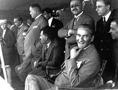 Mustafa Kemal, 5 Ağustos Cuma günü Ertuğrul Yatı'ndan Moda'daki deniz yarışlarını izliyor.