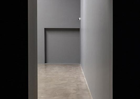 """""""Edge"""", 2020. 18 mm Mdf, adherence adjuvant synthetic resine coating with dispersion, exterior texture paint, grey paint. 200 x 200 x 26 cm. Produced, performed: Erdal Abiç, Şener Çardak, Deniz Gül. Photo: Koray Şentürk"""
