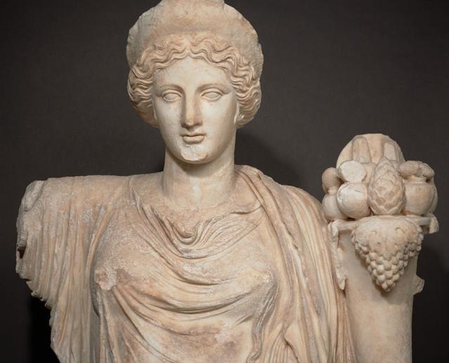 Tyche heykeli başı ve gövdesi. Roma İmparatorluğu Dönemi, MS 2. yüzyıl (erken Hadrian dönemi, MS 120'den hemen sonra).